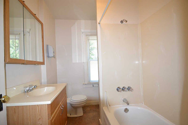 302 huntington ave akron ohio 44306 bathroom